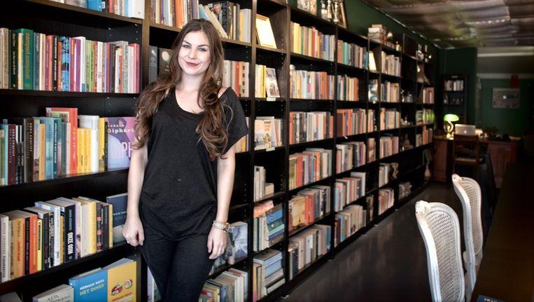 Steffy Roos du Maine in de boekwinkel. Beeld Rink Hof