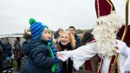 300 kindjes geven Sint warm welkom bij start jaarmarkt