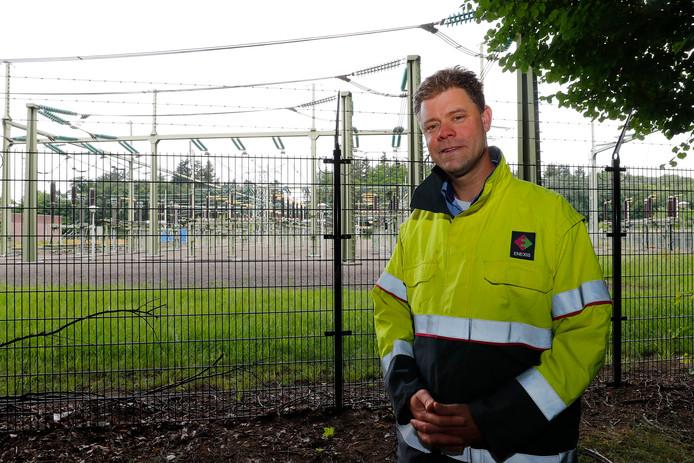 """Han Slootweg bij een hoogspanningsstation in Eindhoven: ,,We moeten meten wanneer het verbruik piekt."""""""