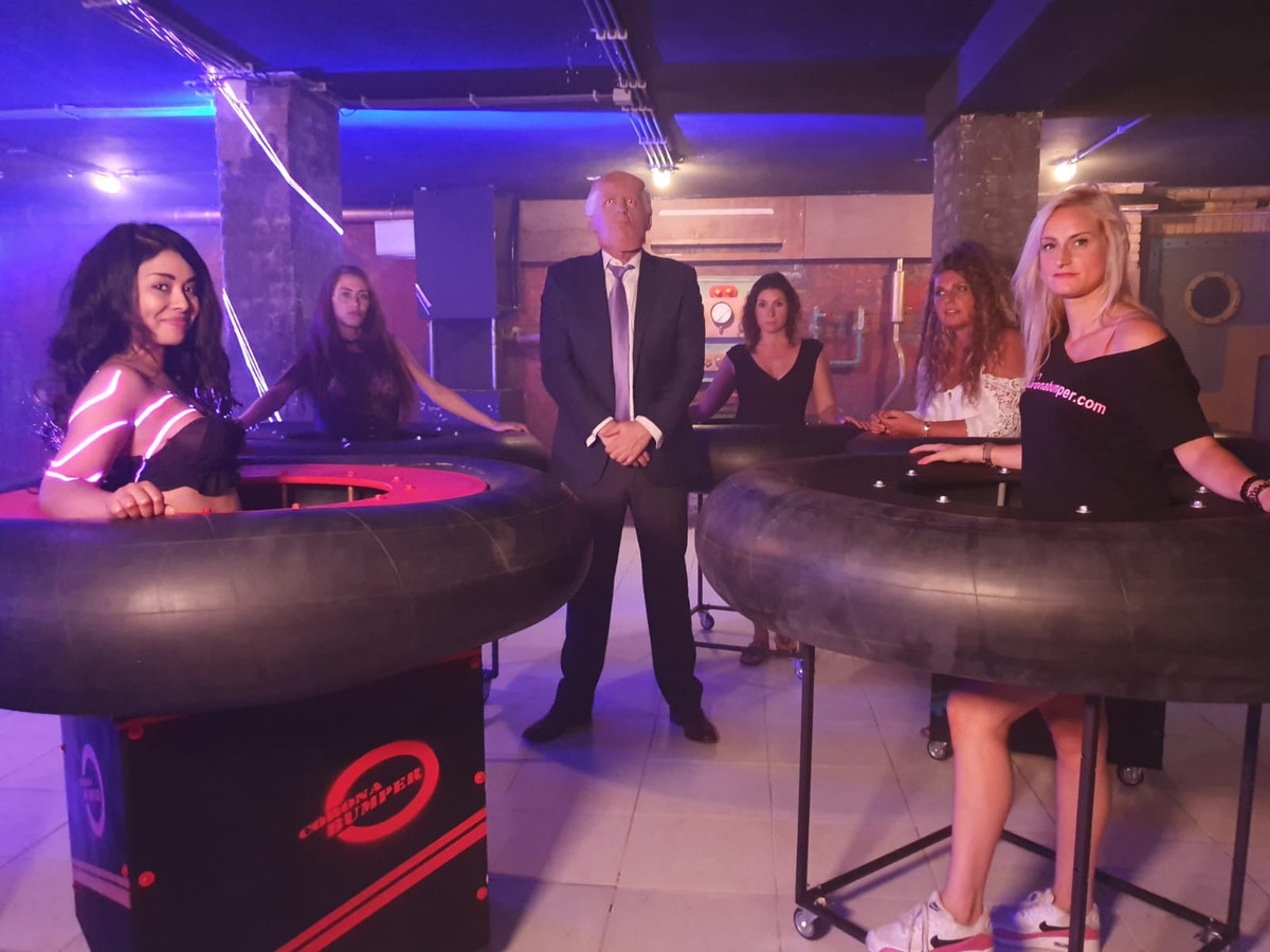 Still uit de videoclip van Bump a Trump van Johan Vlemmix.