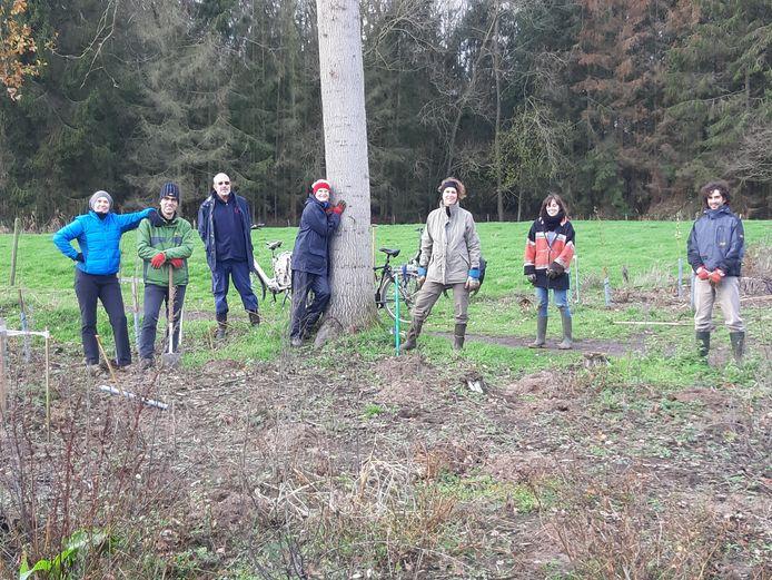 De vrijwilligers van vzw Durme staken in december de handen uit de mouwen voor de aanplant van het Nieuwbos.