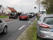 Vier auto's op elkaar in Dongen; vrouw gewond