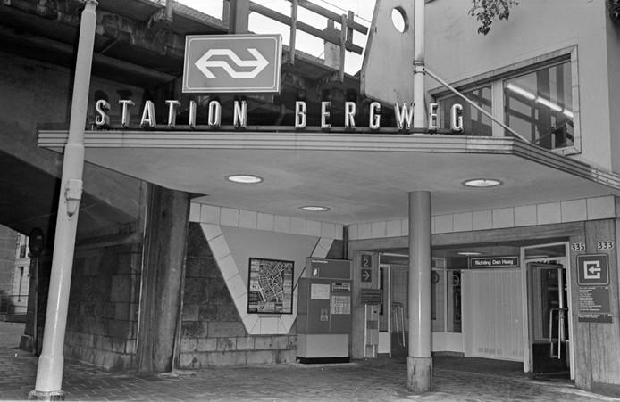 Het karakteristieke Bergwegstation, met z'n uitnodigende luifeltje.