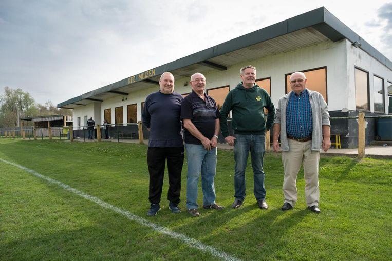 KFC Muizen krijgt een splinternieuwe thuis: bestuurslui Jos Vermeulen, Jan Blommaerts, René De Cuyper en Pierre Claes zijn opgelucht.