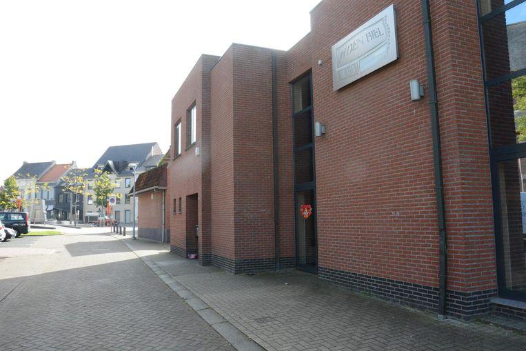 Het jeugdhuis Den Biel heeft de deuren gesloten nadat ook de laatste drie bestuursleden er de brui aan gaven.