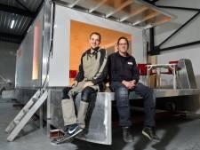 Dick (31) uit Nijkerk bouwt varende huisjes als variant op tiny houses