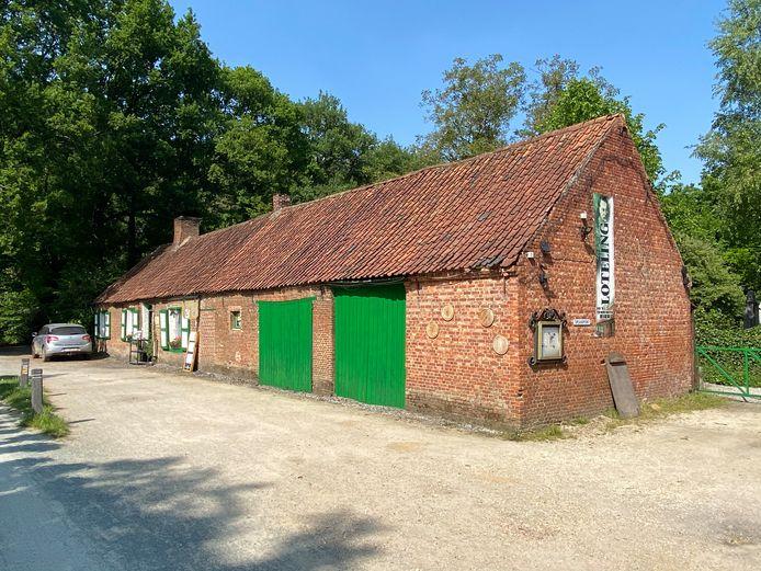 Ook het iconisch Zoersels restaurant Het Boshuisje biedt net als tijdens een eerdere verplichte sluitingsperiode ook nu een afhaalmenu aan .