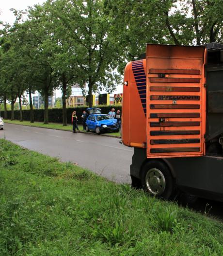 Beschonken automobilist ramt veegwagen in Veenendaal