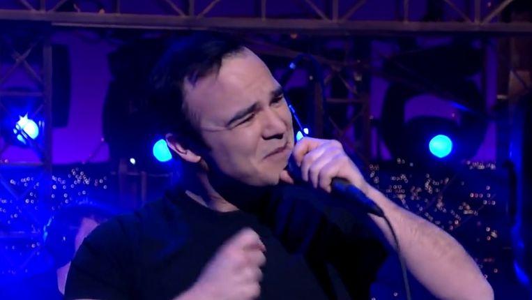 Samuel T. Herring, zanger van Future Islands Beeld Screenshot