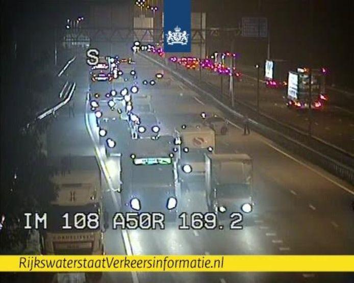 File op de A50 bij Renkum door een ongeluk.