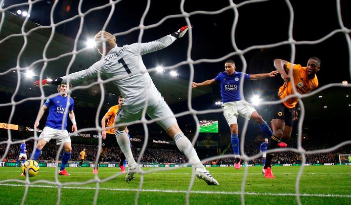 Willy Boly kopt raakt, maar zijn goal wordt afgekeurd.