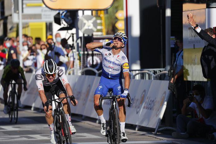 Julian Alaphilippe wint voor Marc Hirschi.