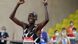 Joshua Cheptegei verbetert 16 jaar oud wereldrecord op 5000 meter