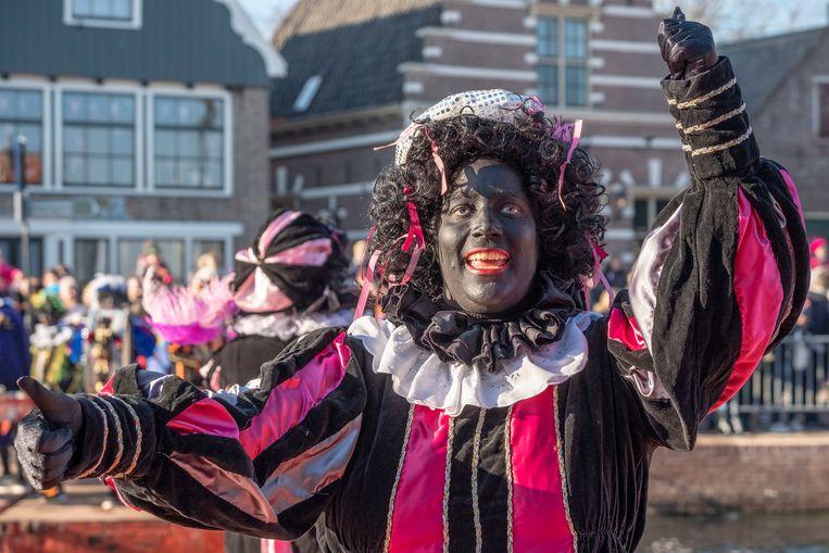 Stereotiepe beelden van Zwarte Piet met een krullenpruik en rode lippen mogen niet meer op Facebook en Instagram. Beeld AP