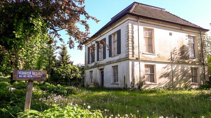 De voormalige pastorie aan de Huissensedijk in Elden.