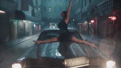 Taylor Swift toont haar meest bizarre dansmoves in haar nieuwe videoclip