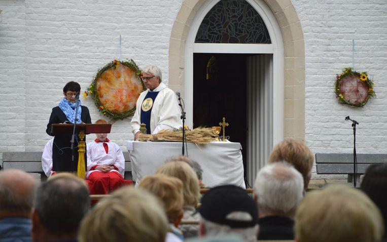 GLABBEEK-Openluchtviering aan eeuwenoude kapel Wever