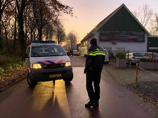 Politie pakt mannen op voor groepsverkrachting van drie minderjarige meisjes in Den Bosch. Een van de invallen werd gedaan bij een autobedrijf aan de Orthen.