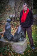 Kunstenaar Oscar Goedhart. Zijn beeld Flora moet richting winkelcentrum, is het voorstel.
