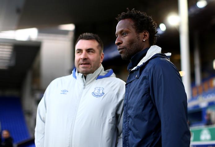Ugo Ehiogu (rechts) in een onderonsje met David Unsworth, coach van Everton onder 23.