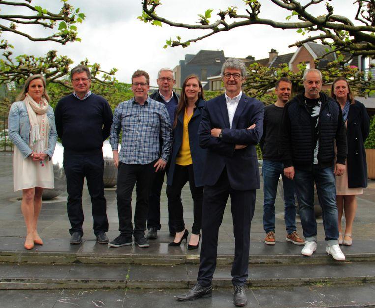 Herman Van Driessche (vooraan) met enkele gezichten van de lijst N-VA/Zele Vlakaf.