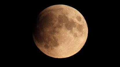 Gedeeltelijke maansverduistering is begonnen, hoogtepunt om 23.30 uur
