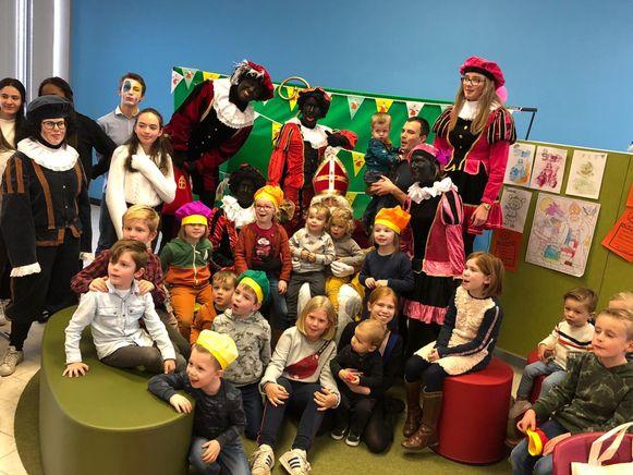 Sinterklaas bezocht woensdagnamiddag het Atheneum Klein-Brabant