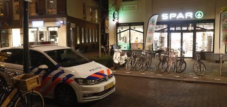 Politie zoekt overvaller supermarkt in centrum Zwolle