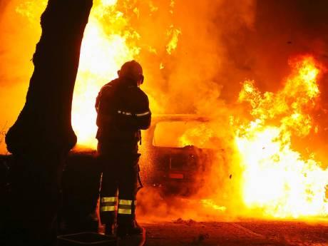Terug van weggeweest: autobrand in Kortfoortstraat in Oss