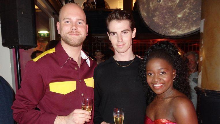 Simon Visser, ontwerper bij Karl Lagerfeld, Jared Wright, solist bij het Nationale Ballet, en medesolist plus covermodel Michaela DePrince. Een high-end foto Beeld Hans van der Beek