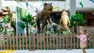 Tyrannosaurus rex en velociraptor vallen Wijnegem Shopping Center binnen