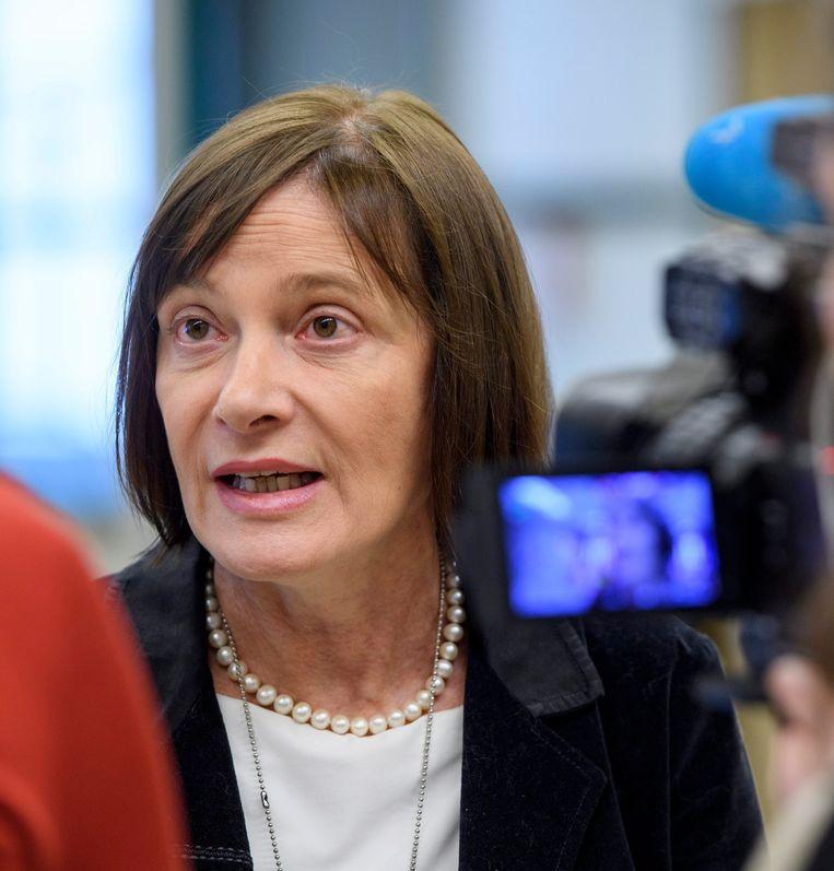 Marie-Paule Kieny, assistent-directeur-generaal van de afdeling innovatie van de Wereldgezondheidsorganisatie WHO licht de resultaten van het onderzoek toe. Beeld EPA
