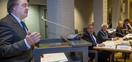 Burgemeesters op de renfiets door Beek en Donk