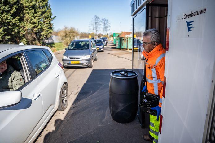 De milieustraat in Elst is zaterdagmiddag dicht in verband met de hitte.