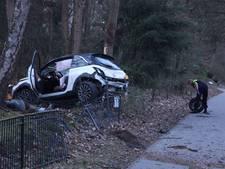 Auto belandt in tuin na ongeluk in Rijssen