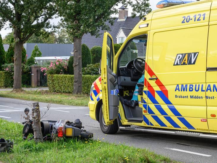 Bestuurster scooter naar ziekenhuis na aanrijding met auto in Breda