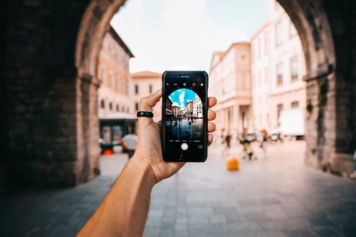 Hopelijk kom je deze zomer nog op andere locatie dan je eigen achtertuin. Met welke smartphones maak je dan de beste foto's?