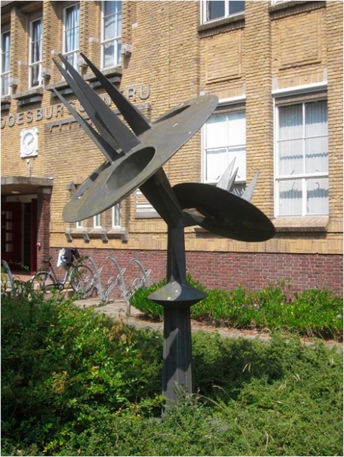 Een van de drie Groeisculpturen van Kees Keijzer, die de gemeente langs de Sloeweg wil plaatsen. De Stichting  VanWoelderenpark zou dit exemplaar graag in het Nollebos zien verschijnen.