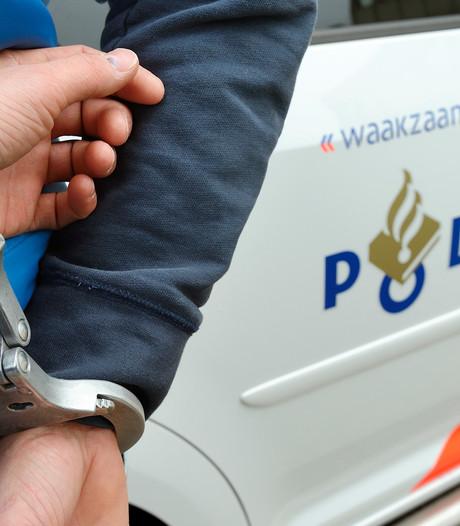 Verkeershufter aangehouden na bumperkleven en bedreigen politie: 'Ik maak jullie kapot'