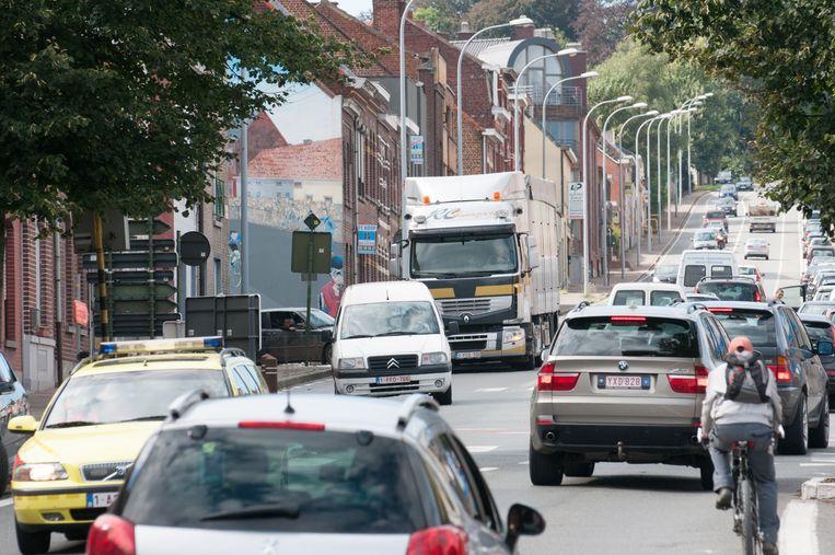 In de Kruisstraat in Ronse passeert elke dag veel zwaar vrachtverkeer.