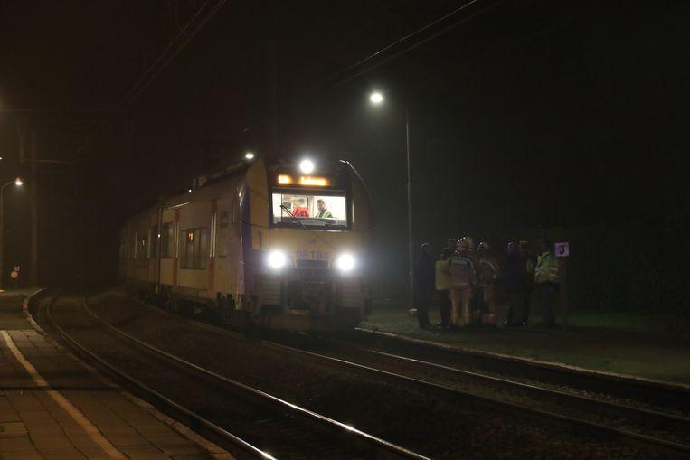 De trein kwam tot stilstand ter hoogte van het station van Beveren.