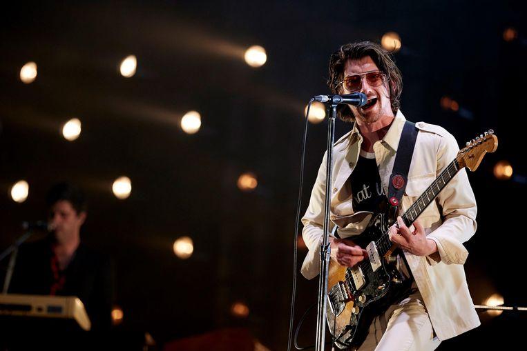 Zanger Alex Turner van de Arctic Monkeys tijdens een festival in Barcelona eerder deze maand. Beeld EPA