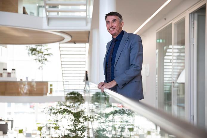 De nieuwe CDA-wethouder Albert Abee in het gemeentehuis aan de Laan van de Glazen Stad in Naaldwijk.