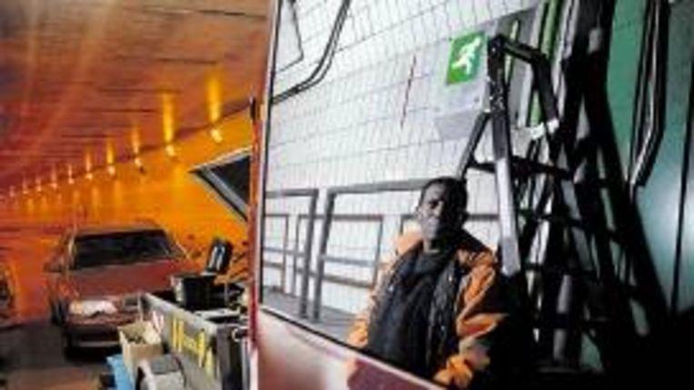 Daar waar niemand komt: Op pad met stadswacht en onderhoudsman. (FOTO MARGA VAN DEN MEYDENBERG) Beeld