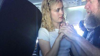 Lof voor meisje (15) dat blinde en dove passagier liefdevol bijstaat op vlucht