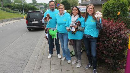 Oudervereniging Lagere School Regina Caeli houdt opvallende verkeersactie: knuffelbeertjes voor kinderen, 'boze' brief voor ouders