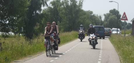 Protesttocht motorrijders tegen afsluiting Lekdijk bij Lopik