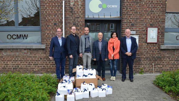 Plaatselijke Rotary Club deelt paaspakketten uit aan het OCMW