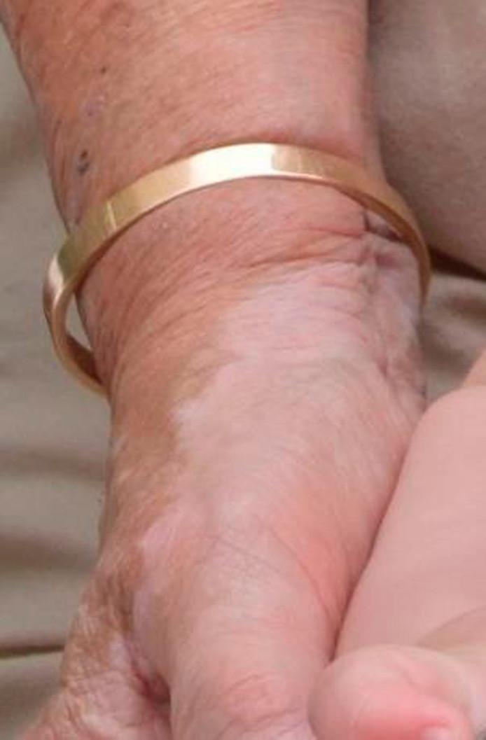 Deze armband verdween uit de woning.