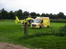 Man zwaargewond na val door dak bij werkzaamheden